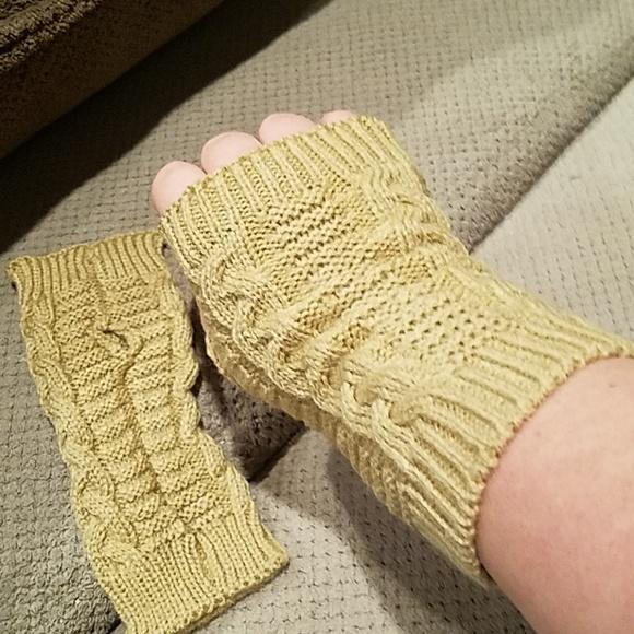 Accessories - New knit fingerless gloves mittens